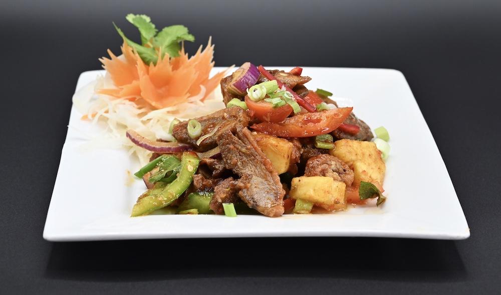 23. Crispy Duck Salad (Yum Ped Grop) 🌶️